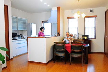 朝早くからキッチンに立つ奥さまのために、ご主人が設置を決意